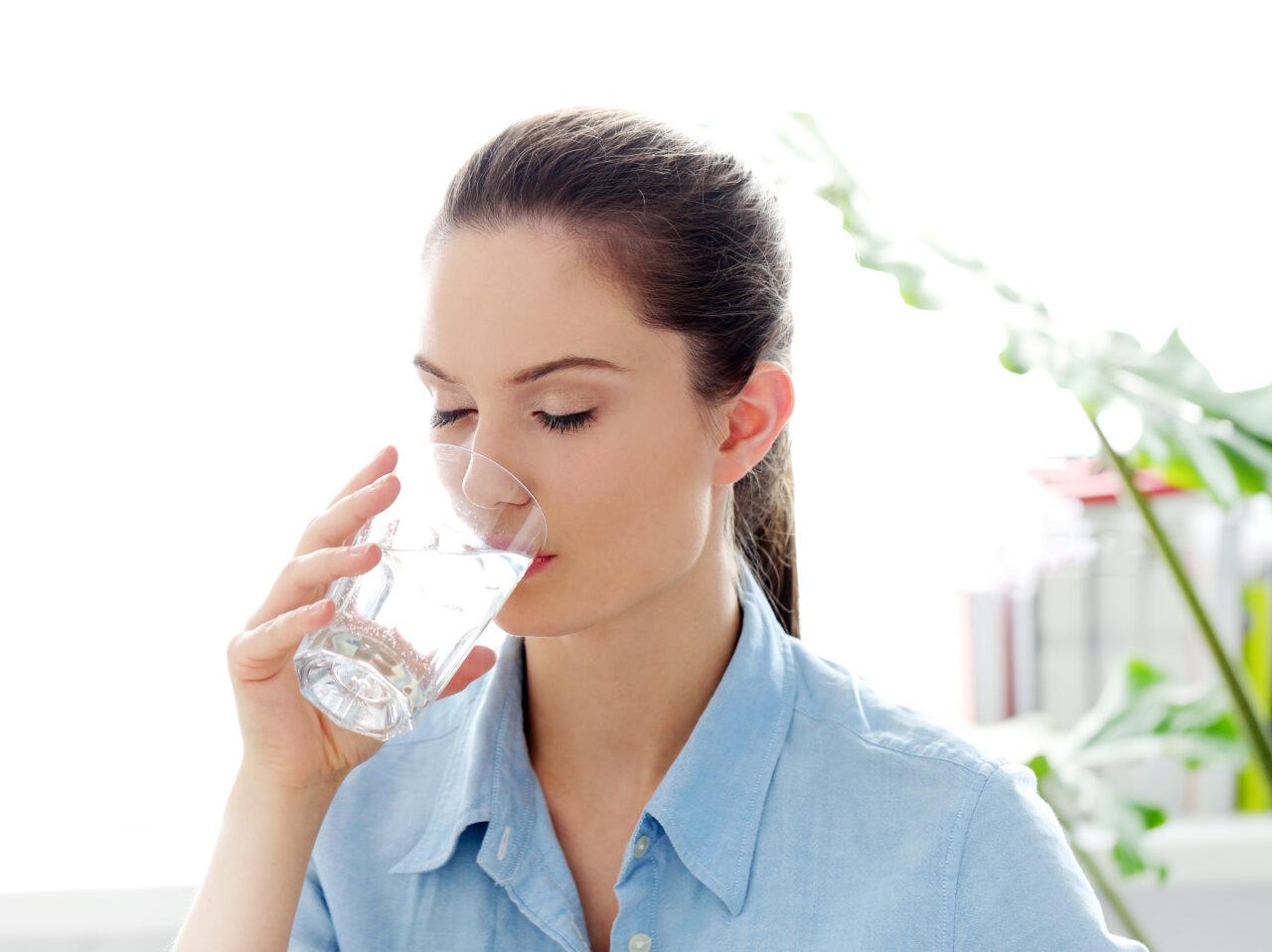 Agua hidrogenada beneficios, contraindicaciones y mitos