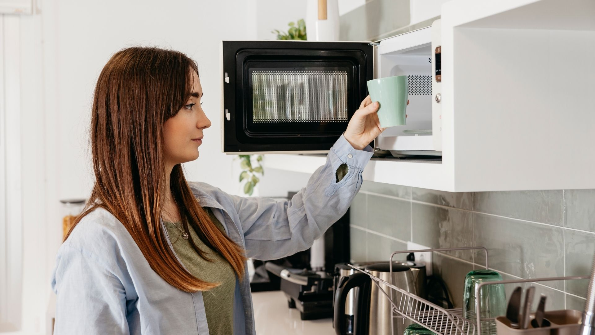 Las 11 cosas que no debes cocinar en el microondas